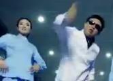 河南医院医生护士跳《江南style》骑马舞 称为传递快乐