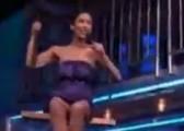 惊悚版好声音 当选秀女歌手被丢入蛇池